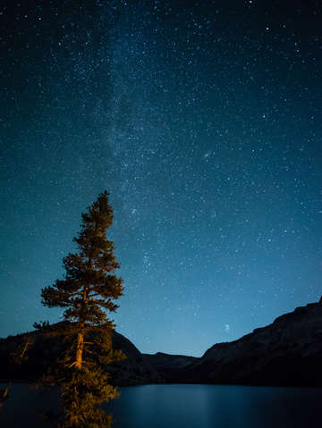 Stars-over-lake-tenaya