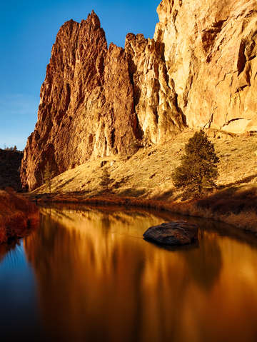 Crooked river reflections at smith rock oregon