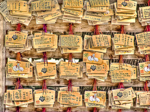 Shinto prayer tiles