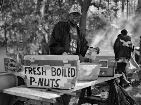 Boiled peanut vendor