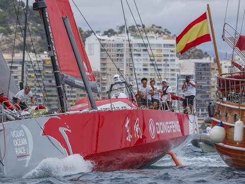 Dongfeng leaves spain during ocean race