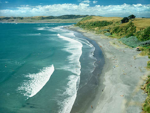 Raglan beach new zealand
