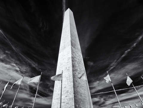Washington monument in black and white