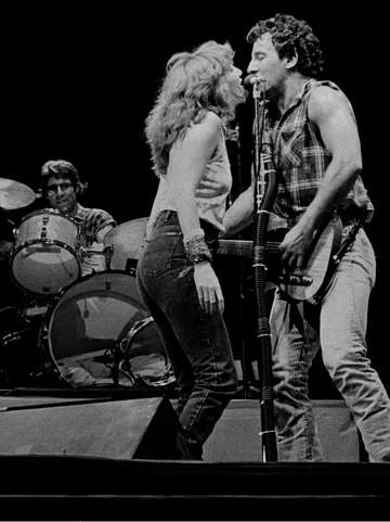 Springsteen with patti scialfa 1985 dallas