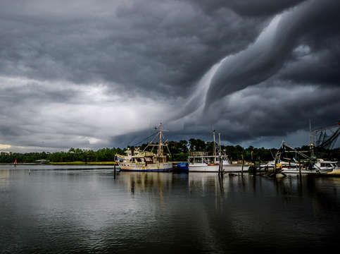 Swirly cloud at billys seafood on the bon secour r
