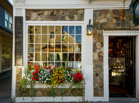 Kennebunkport window shopping