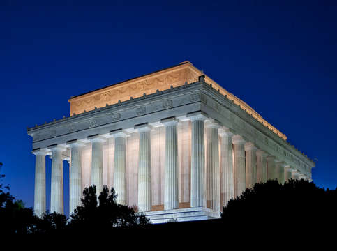 Twilight at lincoln memorial