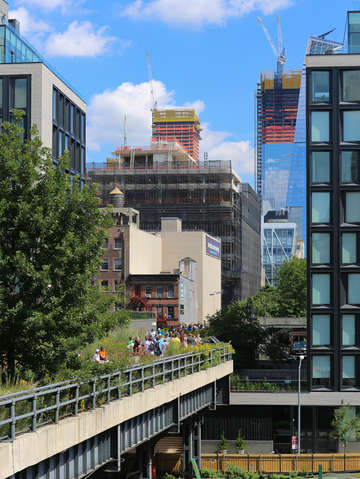 Along the high line in chelsea