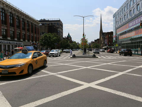 125th street crossing harlem nyc new york