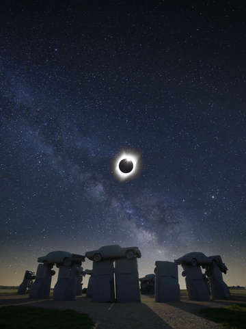 Solar eclipse over carhenge