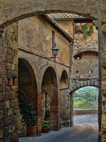 Walking thru montepulciano