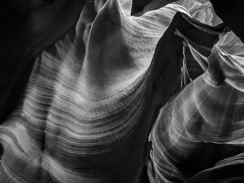Antelope canyon waves black and white
