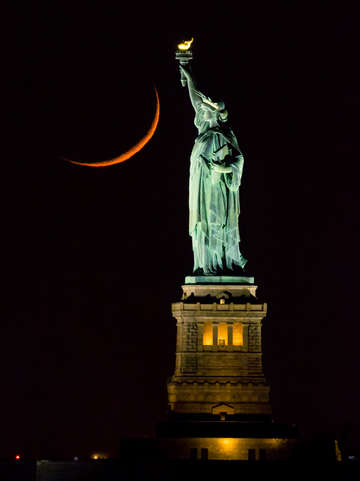 Statue of liberty and crescent moon