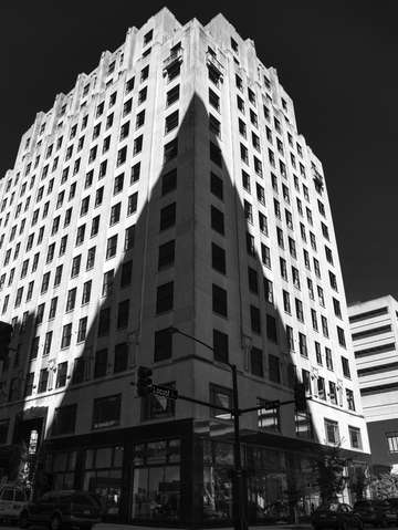 Des moines building shadow