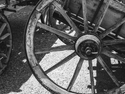 Wagon wheel monchrome