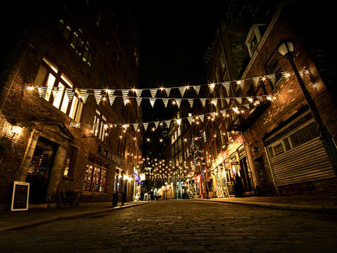 A desolate night on stone street
