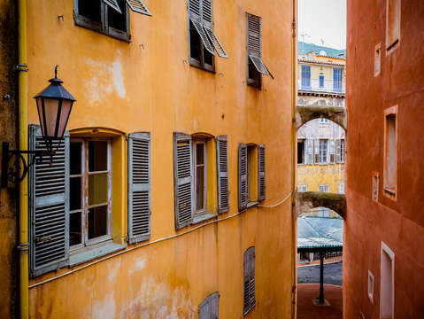 Grasse colors shutters