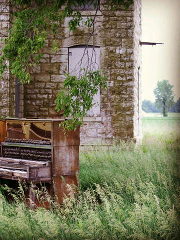 Piano in the wind