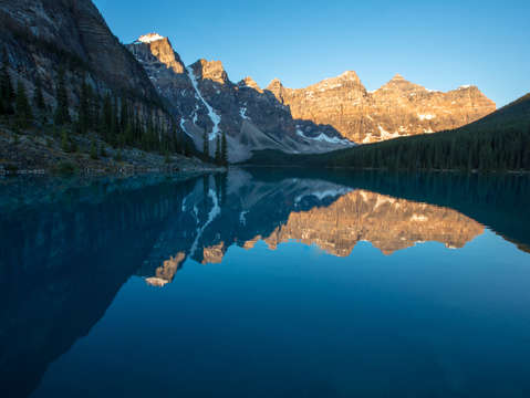 Sunrise moraine lake canada
