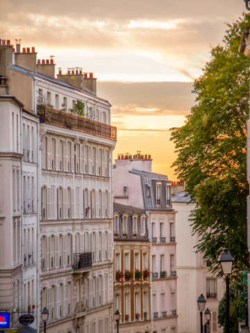Montmartre fa ades at sunset