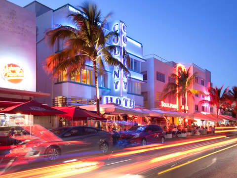 Restaurants and night life at ocean drive