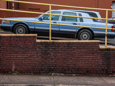 Lincoln town car parking