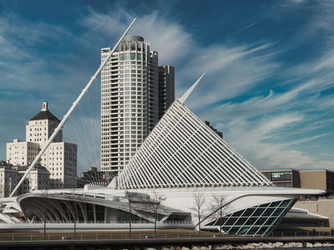 Milwaukee Art Museum from Side