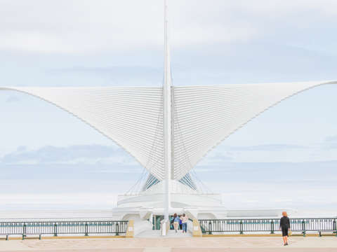 Milwaukee art museum high key