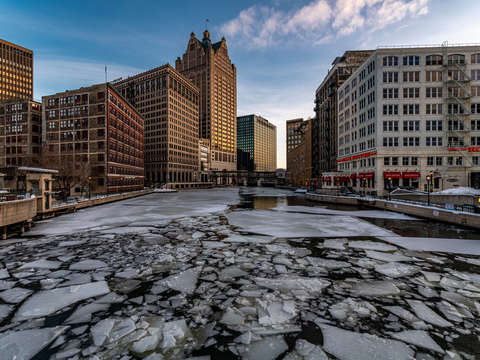 Icy milwaukee river