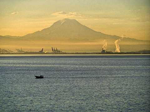 Mount rainer and commencement bay sunrise