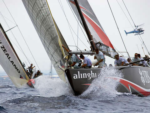 Alinghi sails up wind